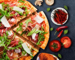 2 Pizzen nach Wahl + 2 Softgetränke + Beilagesalat