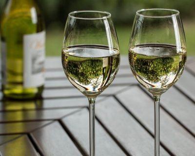 Wein in Weiss